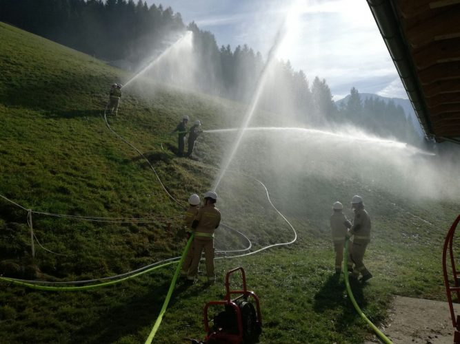 Gemeinschaftsübung der Feuerwehrjugend im Abschnitt Wattens